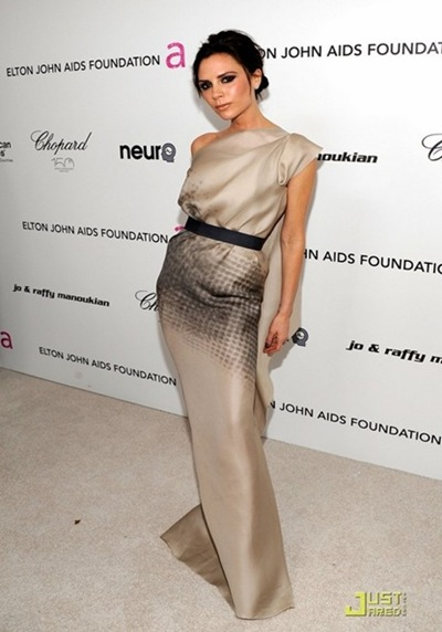 victoria-beckham-parties-with-elton-john-06_thumb[5]