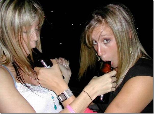 Garotas bebendo cerveja de forma estranha (16)