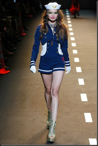 BETSEY-JOHNSON-SPRING-RTW-2011-PODIUM-048_runway