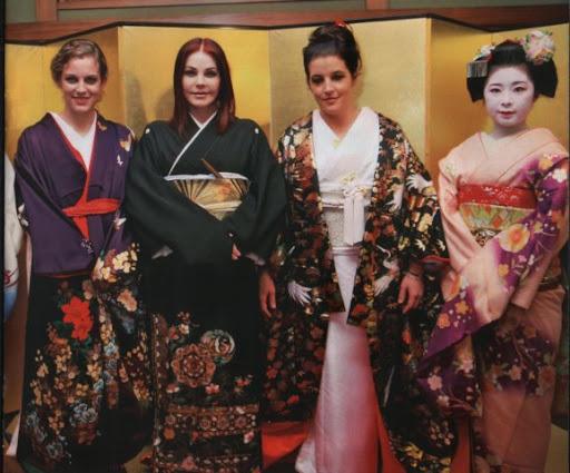 http://lh3.ggpht.com/_xpuo4Kdt7o8/TLfEm0BA9BI/AAAAAAAACXk/PAG-cgLYHxU/geisha.jpg