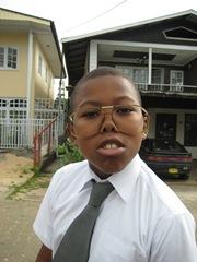 jongen met grappige bril 22 juni 2009