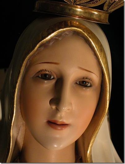 Sacred Statue - Christmas 2002  D (78)