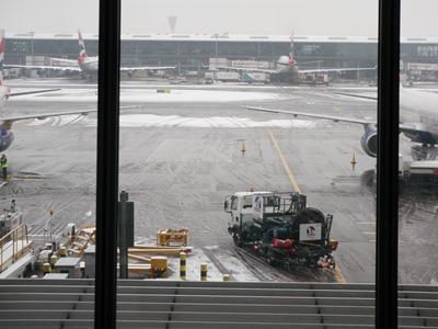 Até fazia confusão ver os aviões a aterrar e a descolar nestas condições