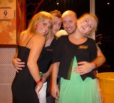 Uma festa aqui há duas semanas. O Marinho é o meu sérvio preferido, mas vai embora este fim de semana. As outras são as loiras do costume.