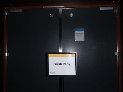 Private Party... é assim que os tripulantes conseguem alguma privacidade para os devaneios do costume!