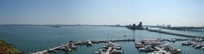 A vista da piscina, no terraço, décimo piso do meu hotel em Miami