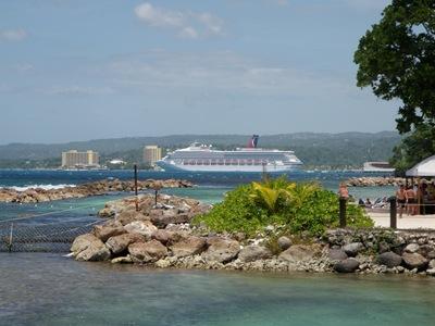 O Destiny visto de Dolphin's Cove em Ocho Rios, Jamaica