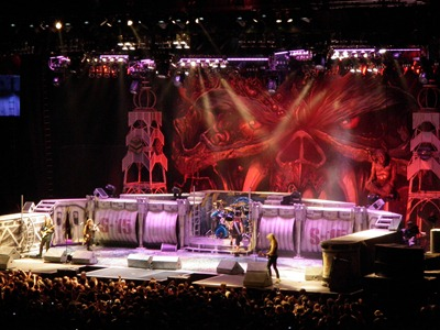Iron Maiden no encore, ao som de The Number Of The Beast