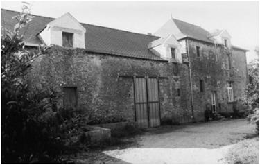 Maison de la Cour du Bourg construite en 1595 sur le site de la seigneurie de Treillières (photo 1986)
