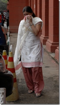 madhuri mother crying-didnt allowed father to meet kid-hc inside