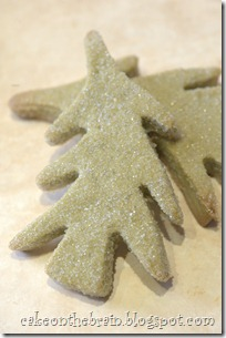 DAY 1: SPARKLY MATCHA CHRISTMAS TREE COOKIES