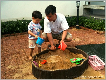 Paonp and I playing with sand