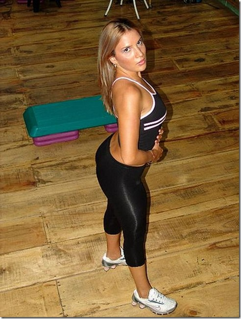 girls in yoga pants 11