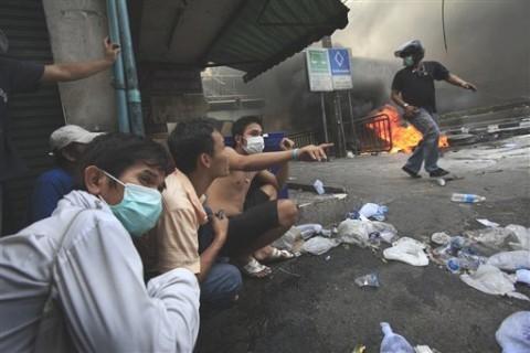 ap_thailand_bangkok_violence2_15may10_eng_480