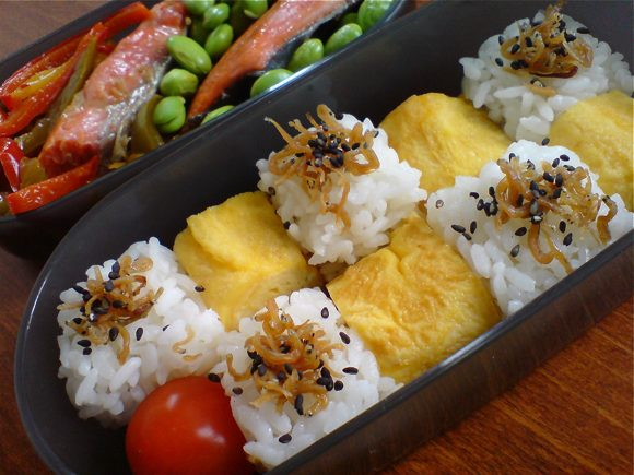rice and tamagoyaki cubes bento