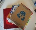 Libretas hechas con cartón y hojas de reuso