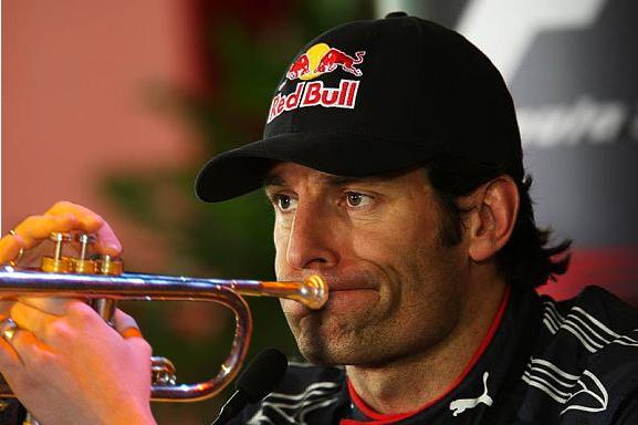 Марк Уэббер играет на трубе