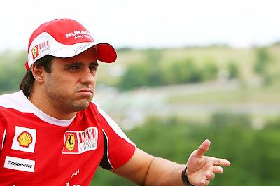 Фелипе Масса дает интервью на Гран-при Венгрии 2010