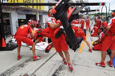 Ferrari отрабатывают пит-стопы на Гран-при Венгрии 2010