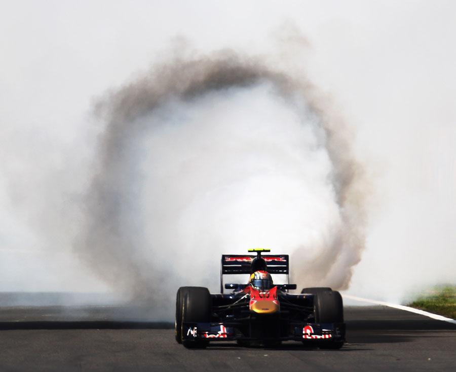 взрыв мотора Хайме Альгерсуари на Гран-при Венгрии 2010
