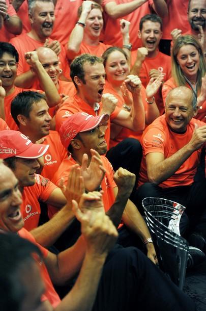 McLaren отмечает победу на Гран-при Бельгии 2010