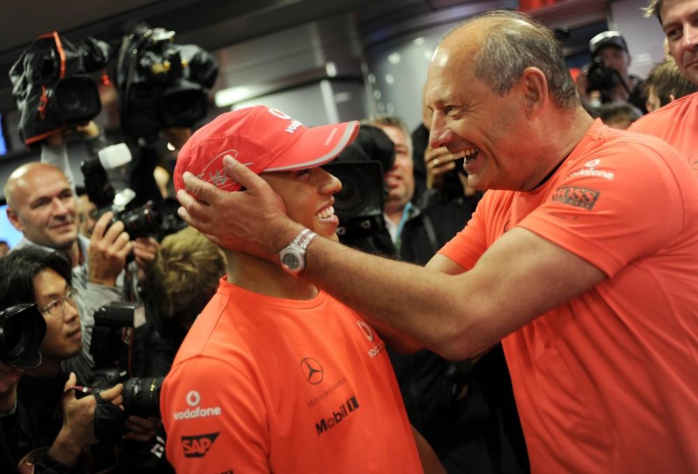 Льюис Хэмилтон и Рон Деннис на Гран-при Бельгии 2010