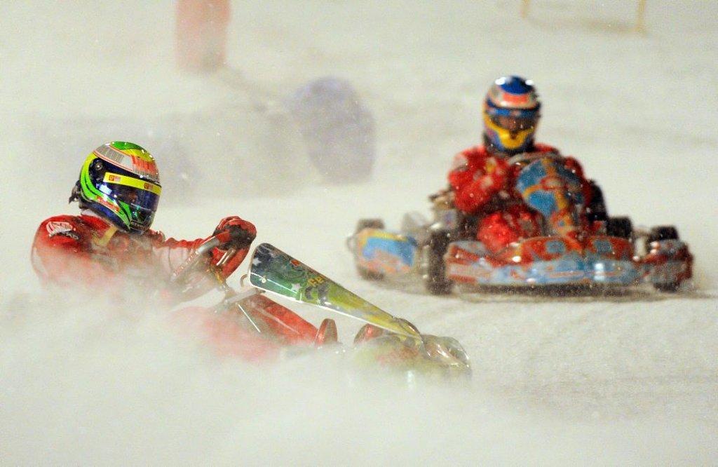 Фелипе Масса и Фернандо Алонсо катаются на картинге по льду