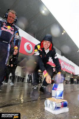 Себастьян Феттель запускает судно Red Bull на Гран-при Японии 2010