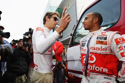 Дженсон Баттон и Льюис Хэмилтон на Гран-при Кореи 2010