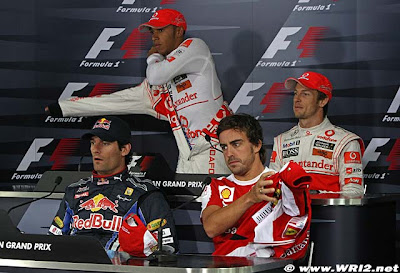 гонщики перед пресс-конференцией на Гран-при Кореи 2010