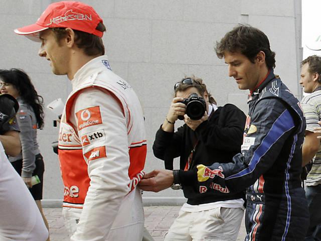Марк Уэббер поправляет Дженсона Баттона Гран-при Кореи 2010