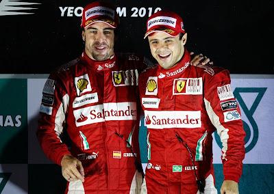 Фернандо Алонсо и Фелипе Масса на подиуме Гран-при Кореи 2010
