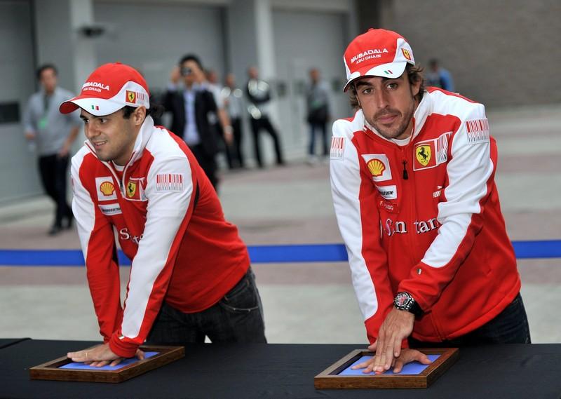 Фернандо Алонсо и Фелипе Масса оставляют свои отпечатки рук