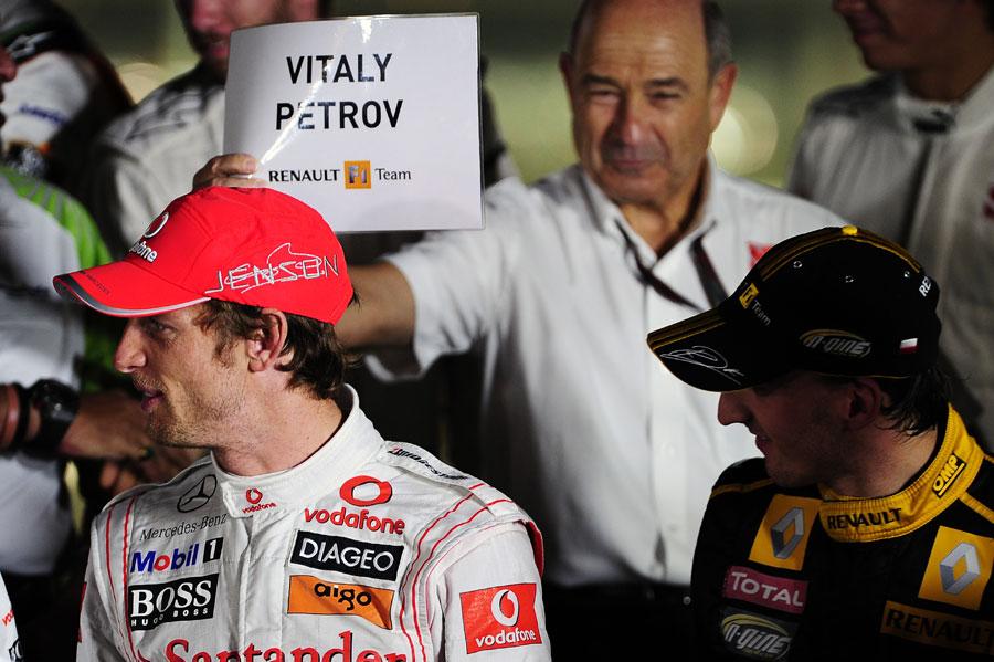 Петер Заубер шутит над Дженсоном Баттоном на Гран-при Абу-Даби 2010