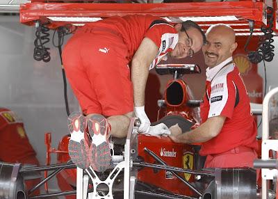 механики Ferrari на Гран-при Бразилии 2010
