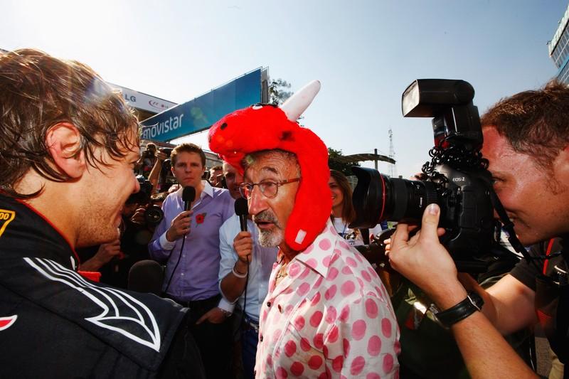 Эдди Джордан в шапке Red Bull на Гран-при Бразилии 2010