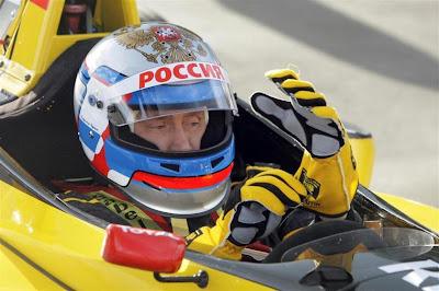 Владимир Путин готовится к заезду на гоночном болиде Renault