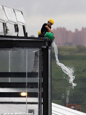 С трассы в Интерлагосе эвакуируют воду Гран-при Бразилии 2010
