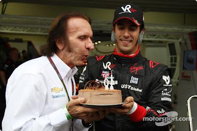Эмерсон Фиттипальди задувает свечи на Гран-при Бразилии 2010