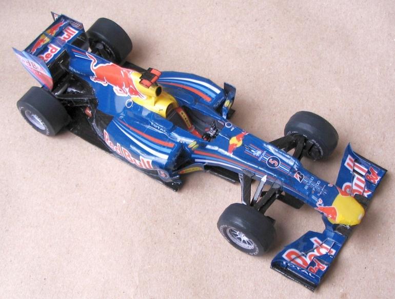 болид Red Bull RB6 из бумаги вид сверху