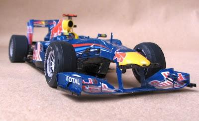 болид Red Bull RB6 из бумаги