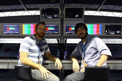 Linkin Park Дэвид Фаррелл и Майк Шинода на командном мостке Red Bull на Гран-при Абу-Даби 2010