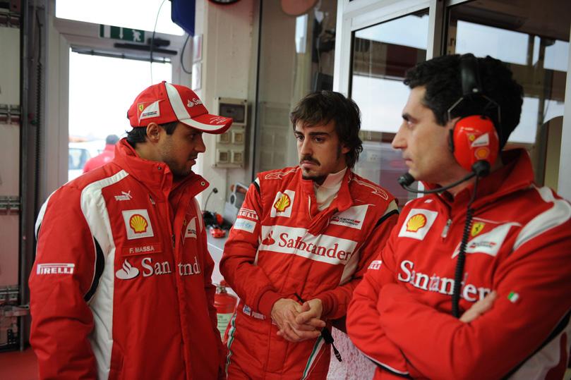 Фелипе Масса Фернандо Алонсо и Андреа Стелла на презентации нового болида Ferrari F150