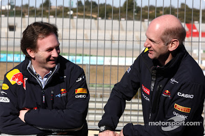 Кристиан Хорнер и Эдриан Ньюи на трассе Рикардо Тормо Предсезонные тесты 2011 в Валенсии