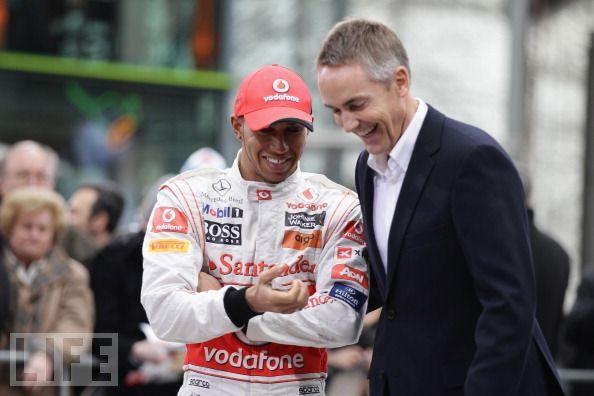 Льюис Хэмилтон и Мартин Уитмарш на презентации McLaren MP4-26