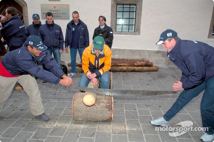 Хуан Пабло Монтойя и Ральф Шумахер пилят дрова