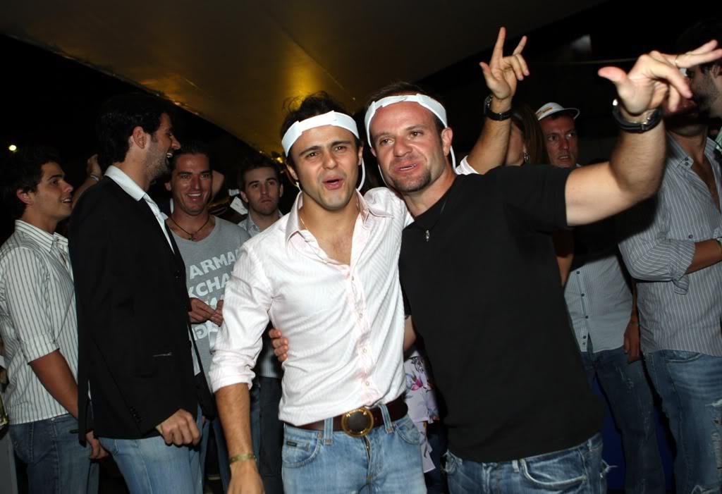 Фелипе Масса и Рубенс Баррикелло отжигают на вечеринке