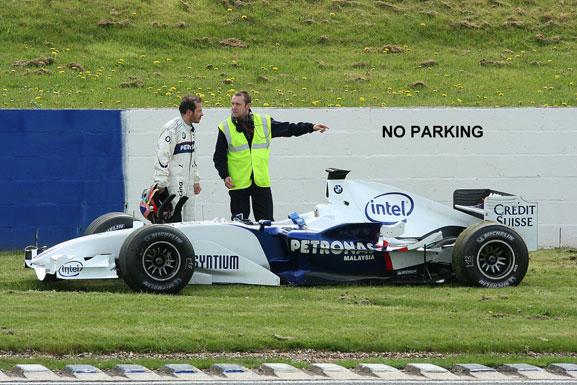 no parking Жак Вильнев BMW Sauber маршал