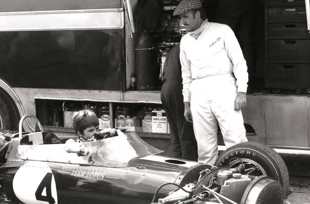 Грэм Хилл посадил за руль маленького Деймона Хилла за руль Lotus