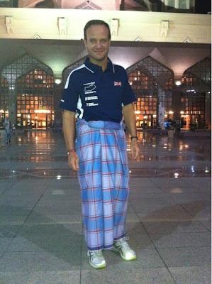 Рубенс Баррикелло посетил малайзийскую мечеть в дни уикэнда Гран-при Малайзии 2011